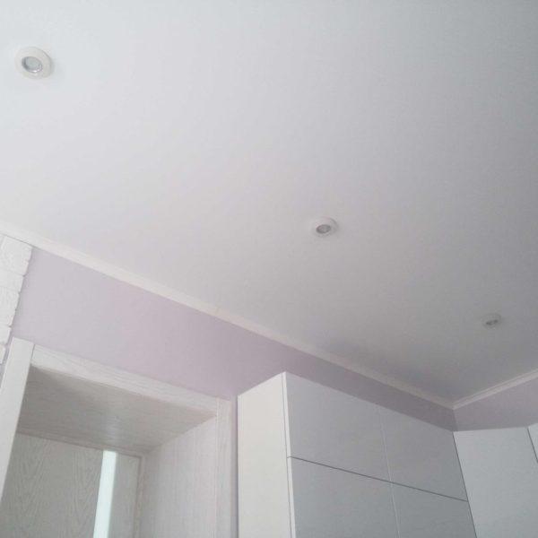 На фото матовый натяжной потолок